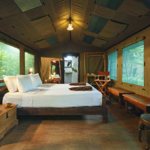 Elephant Hills & Rainforest Camp, Khao Sok Soft Adventure de Phuket: Elephant Hills Khao Sok National Park, Thailand, The Elephant Camp Luxury Tent Inside_update