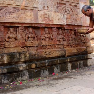 Odisha, terre des temples de Bhubaneswar: Every day ceremony of the priest in Bhubaneswar