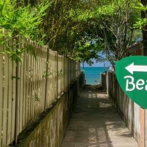 The Leaf Oceanside by Katathani in Khao Lak: Beach entrance