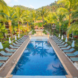 Khao Lak Bayfront Resort: Building Deluxe with Pool