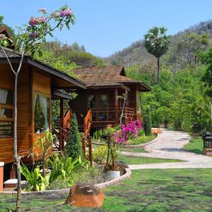 Popa Garden Resort in Bagan: Building from outside