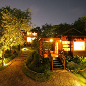 Popa Garden Resort à Bagan: Building in the evening