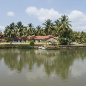 Mercure Goa Devaaya Retreat: by the river