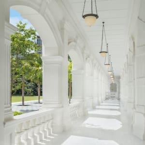 Raffles Singapore in Singapur: Colonnade Walkway
