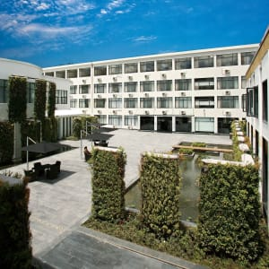 Four Points by Sheraton in Lhasa: Courtyard