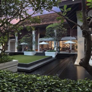 Anantara Angkor Resort in Siem Reap: Coutyard Evening