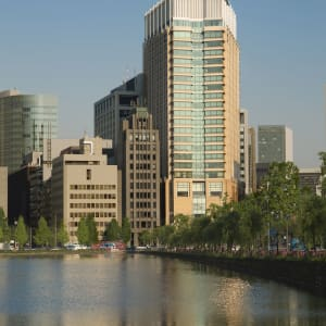 The Peninsula in Tokio: Day Exterior with Moat