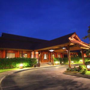 Rupar Mandalar in Mandalay:  Entrance