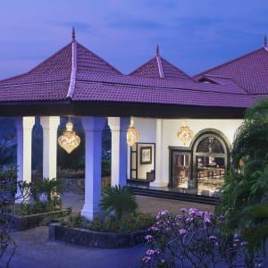 Taj Bentota Resort and Spa: Entrance Evening