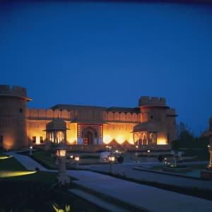 The Oberoi Rajvilas in Jaipur: Exterior at night