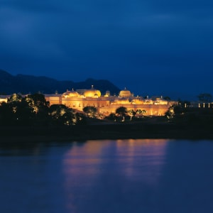The Oberoi Udaivilas in Udaipur: Exterior at night