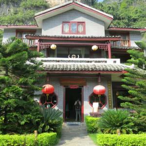 Yangshuo Mountain Retreat: Facade