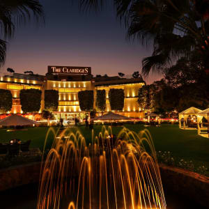 The Claridges à Delhi: Facade - Night