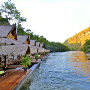 Le Siam royal de Bangkok: exterior: Float House River Kwai