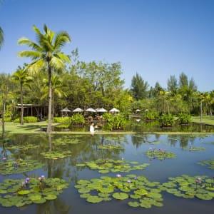 The Sarojin à Khao Lak: garden