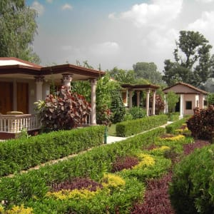 Tiger's Den Resort à Bandhavgarh: Garden
