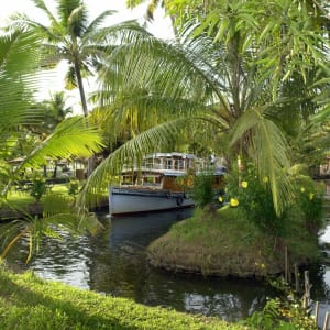 Coconut Lagoon in Kumarakom: Garden at Coconut Lagoon