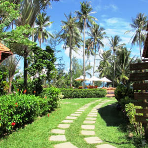 Cassia Cottage in Phu Quoc: Garden Pathway to the Swimming Pool