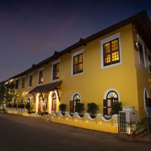 Forte Kochi: Hotel at Night