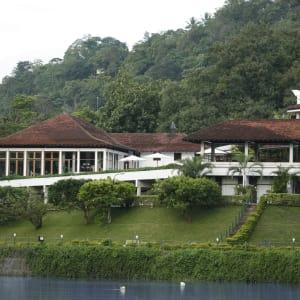 Cinnamon Citadel à Kandy: Hotel by day