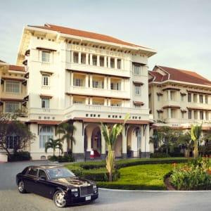 Raffles Hotel Le Royal in Phnom Penh: hotel exterior