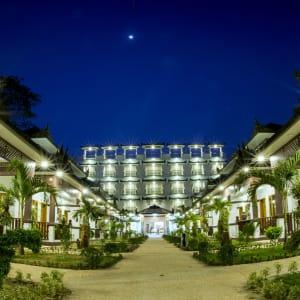 Yadanarpon Dynasty in Mandalay: Hotel Front View