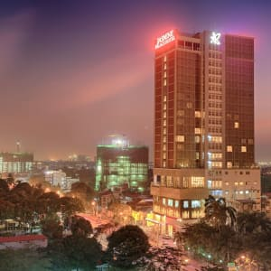 Jasmine Palace in Yangon: Hotelbuilding from outside by night