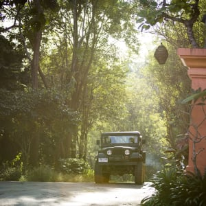 Anantara Golden Triangle Elephant Camp & Resort in Goldenes Dreieck: Jeep Entrance_