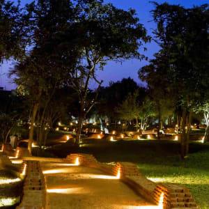 Aliya Resort & Spa in Sigiriya: Pathways at night