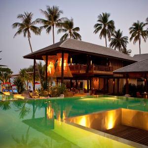 Anantara Rasananda Koh Phangan Villas in Ko Phangan: Pool & Restaurant evening view