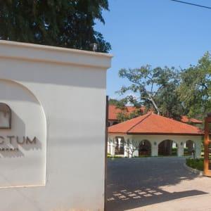 Sanctum Inle Resort à Lac Inle: sanctum entrance