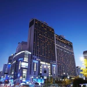Lotte Hotel Seoul Main Tower: Seoul Lotte Hotel at night