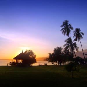 Tugu Lombok: Surrounding
