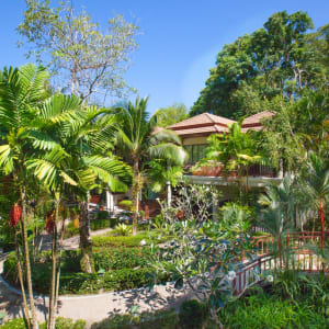 Khao Lak Bayfront Resort: Walkway