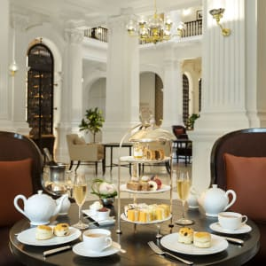Raffles Singapore à Singapour: Afternoon Tea at Grand Lobby