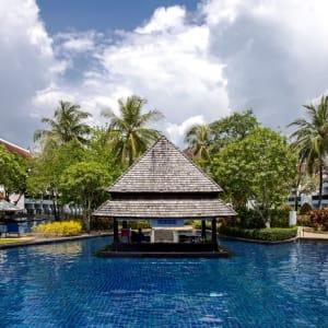 JW Marriott Khao Lak Resort & Spa: Aquamarine Pool Bar
