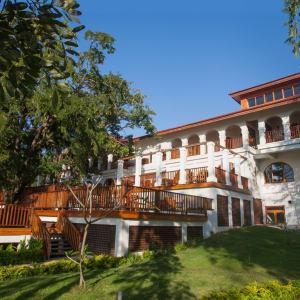 Sanctum Inle Resort à Lac Inle: back of restaurant