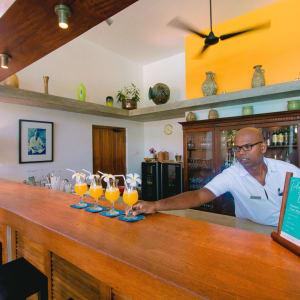 Aditya Resort à Hikkaduwa: Bar