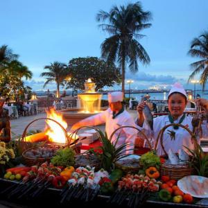 Siam Bayshore in Pattaya: BBQ Bali Hai