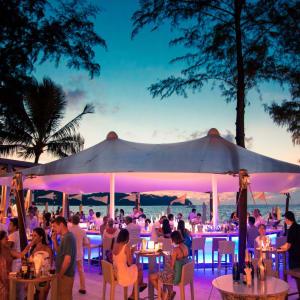 Twinpalms Phuket: Beach Club Restaurant at night