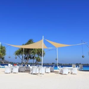 Mahamaya in Gili: Beach sails