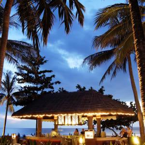 Katathani Phuket Beach Resort: Coconut Bar