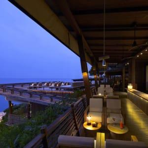 Six Senses Samui in Ko Samui: Dining on the Rocks Bar