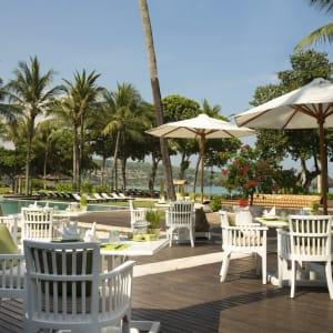 InterContinental Bali Resort à Sud de Bali: Jimbaran Gardens-outdoor seating