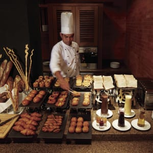 Outrigger Laguna Phuket Beach Resort: Lovacore buffet