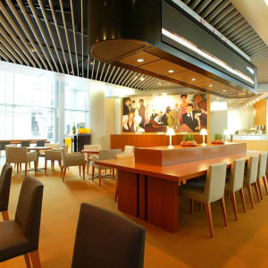 Park Hotel Tokyo: News Art Cafe