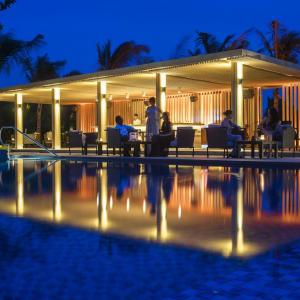 Salinda Resort in Phu Quoc: Pool Bar