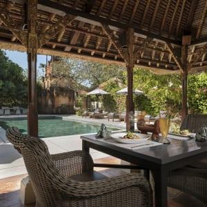 The Pavilions Bali in Südbali: Pool bar