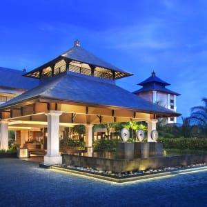 The St. Regis Bali Resort in Südbali: Porte Cochere at Dusk