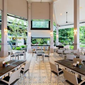 Moracea by Khaolak Resort à Khao Lak: Restaurant and Beach Bars